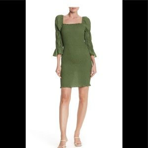 💥J.O.A smock puff sleeve body green dress